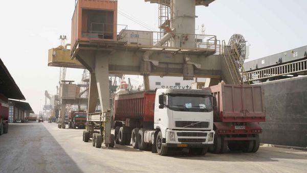 بیش از ۲ هزار کامیون حامل کالاهای اساسی در یک ماه اخیر وارد گلستان شد