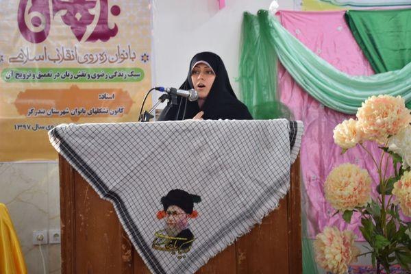 خواهر مسیح علینژاد: خدا راه دفاع و ترویج فرهنگ اسلامی را در دل جبهه مخالف انقلاب برایمان هموار کرد