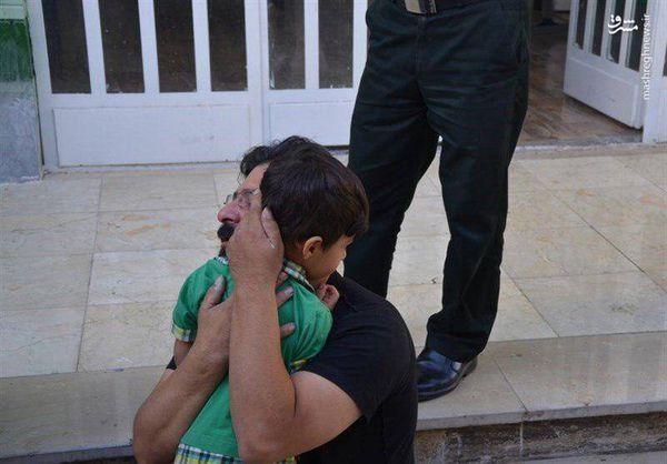 بازگشت کودک ربوده شده به آغوش خانواده + تصویر