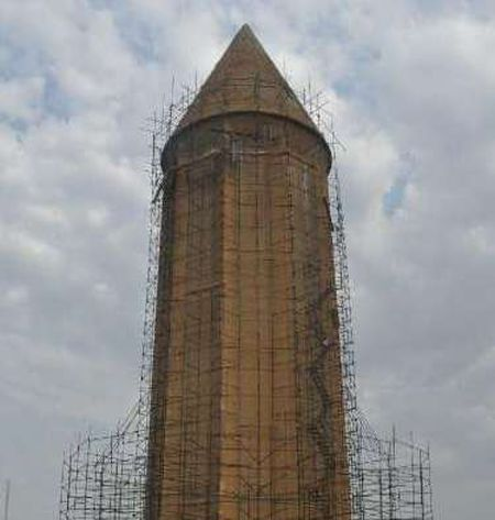 عملیات مرمت بام مخروطی برج قابوس بن وشمگیر در گنبدکاووس آغاز شد