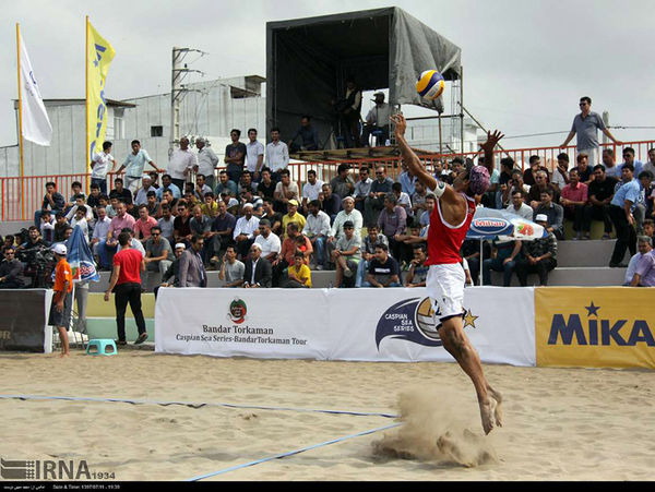 روز دوم رقابت های تور جهانی والیبال ساحلی بندرترکمن آغاز شد