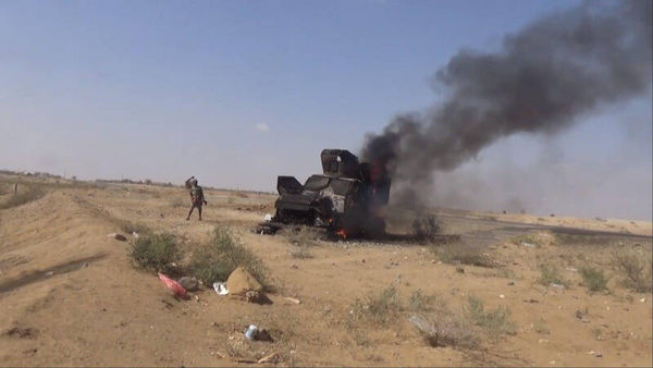 فیلم/ لحظه انهدام خودروهای سعودی در یمن