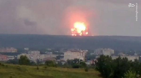 فیلم/ انفجارهای شدید در زاغه مهمات روسی