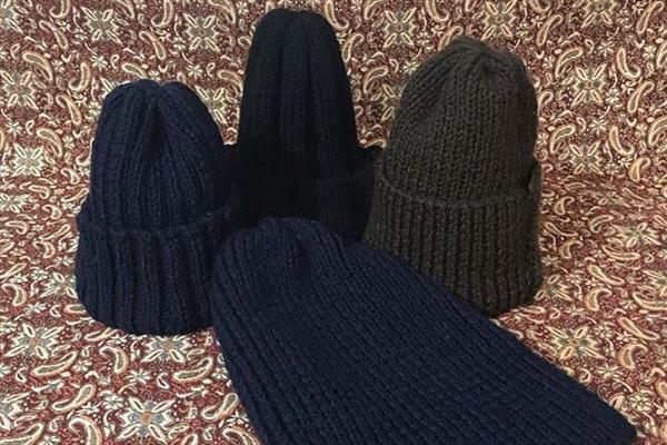 بافت کلاه برای «مدافعان حرم» در مدرسه +عکس