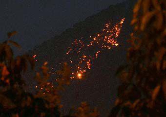 آتش کارخانه سیمان پیوند گلستان دوباره در نیلکوه گالیکش زبانه کشید + تصاویر