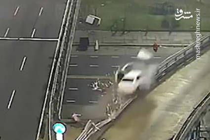 فیلم/ پرواز وحشتناک خودرو پس از تصادف!