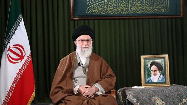 فیلم/ قرائت صلوات خاصه امام رضا(ع) توسط رهبر انقلاب