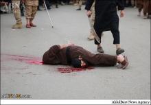 داعش دو عراقی را گردن زد و به صلیب کشید + عکس (۱۸+)