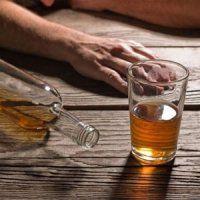 ۲۱۸ مورد مسمومیت و ۲۰ جانباخته، قربانیان الکلهای تقلبی در اهواز تاکنون